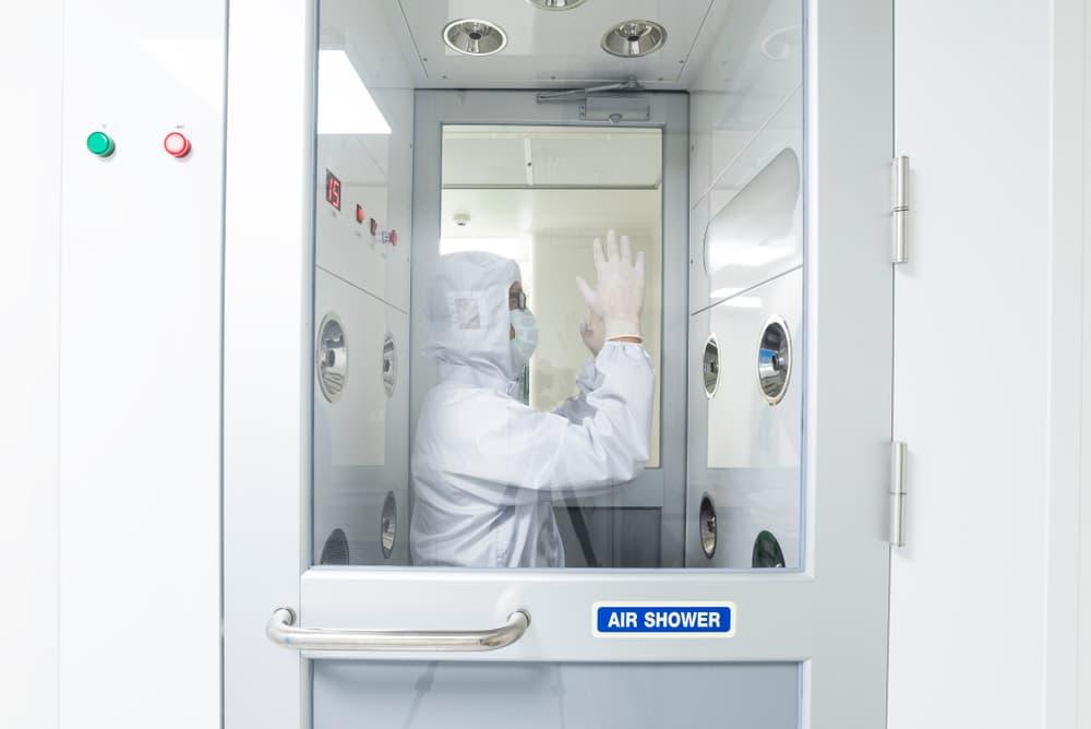 Duchas desinfectantes salas blancas